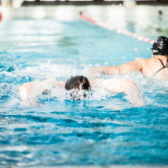 Svømning i GIVs svømmehal
